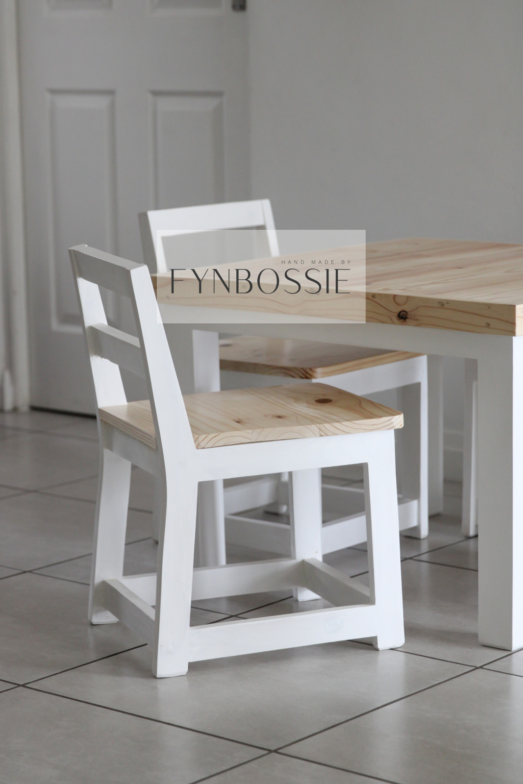 Elsa table and chairs (kids)