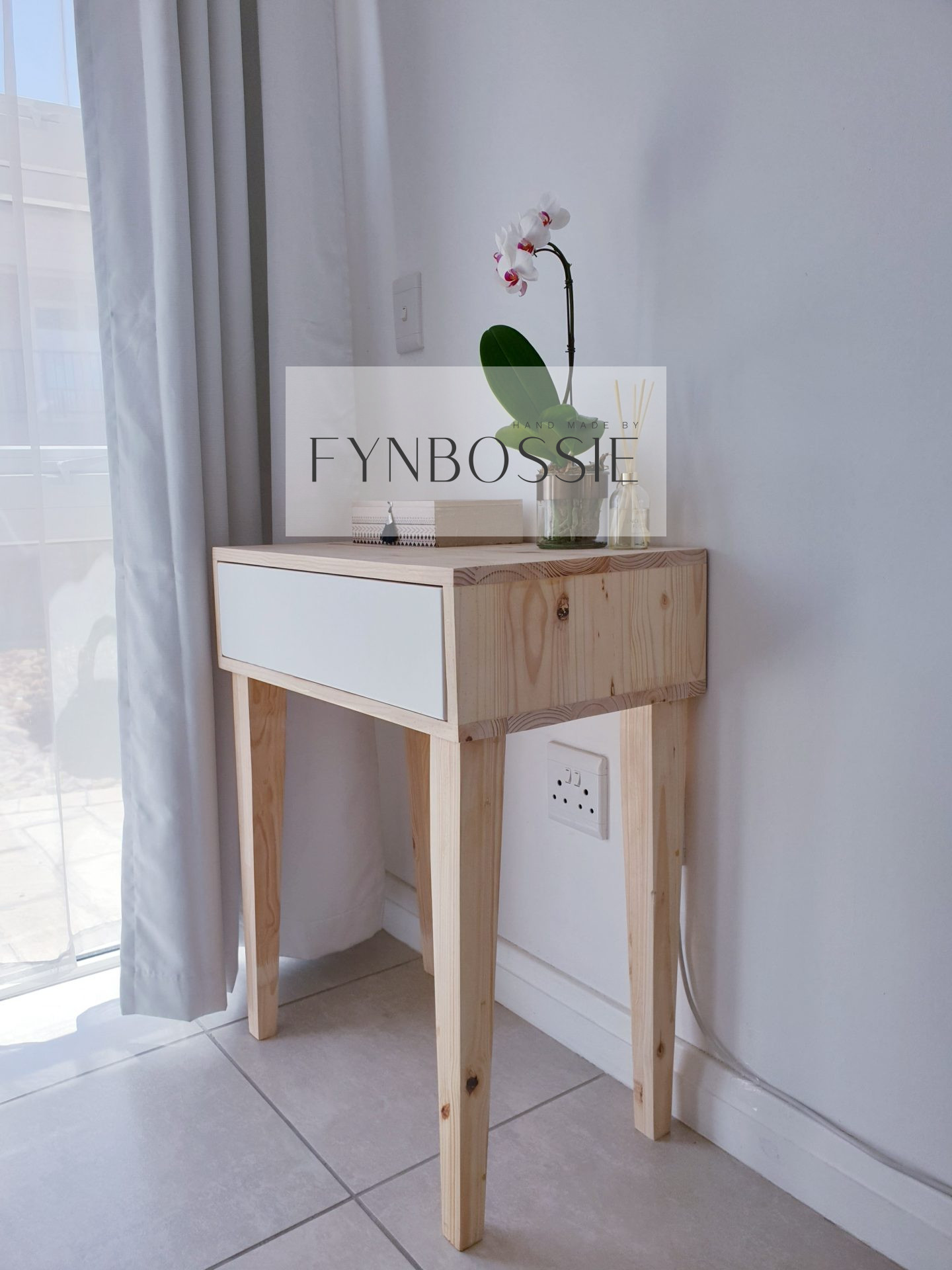 Tapered legs dressing table
