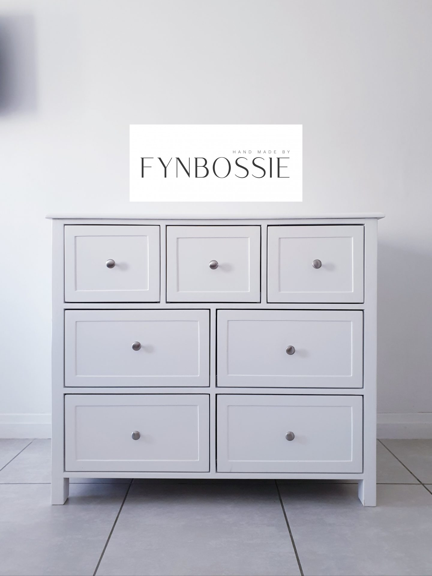French style chest of drawers / Compactum