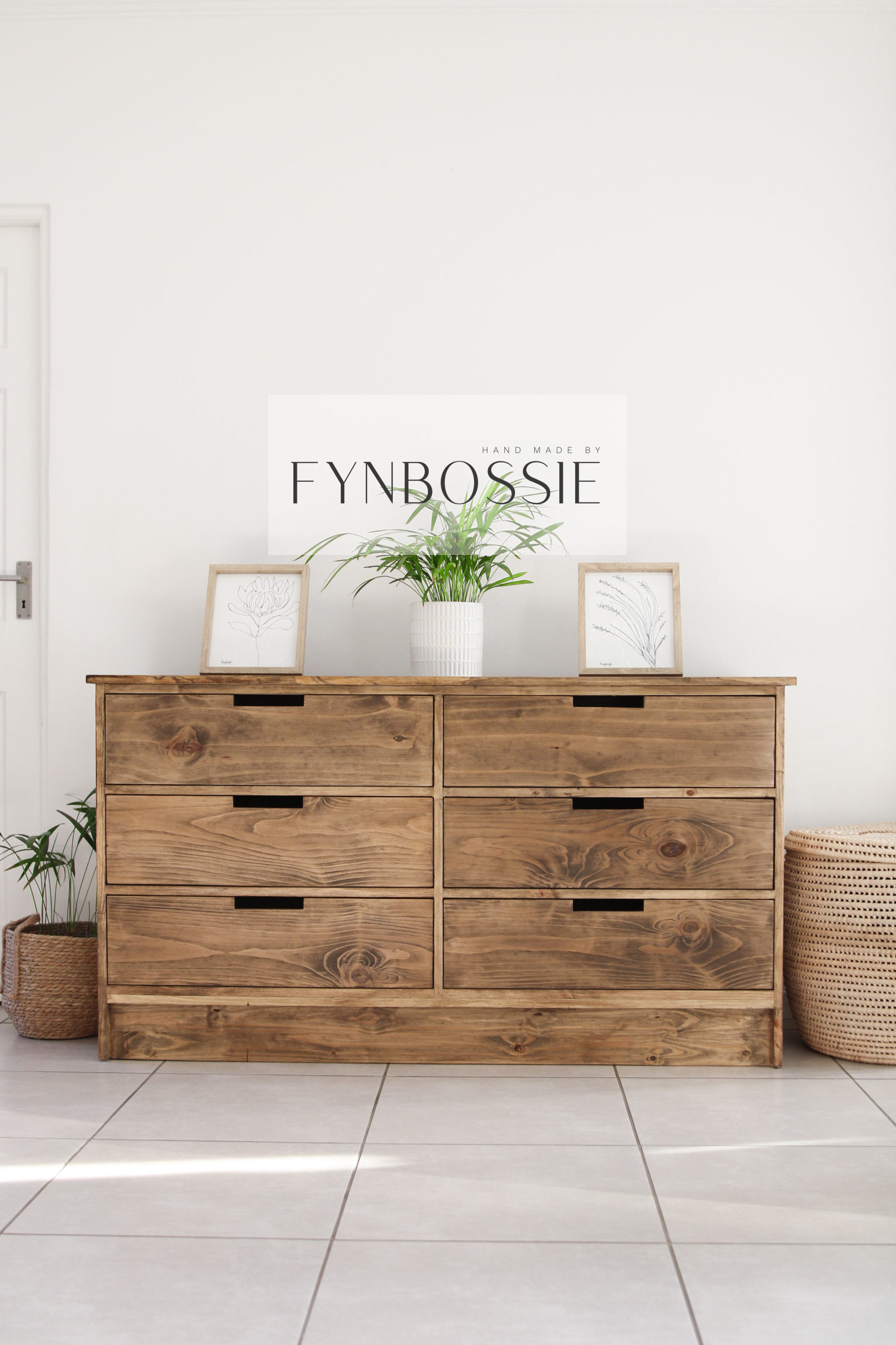 Protea chest of drawers / Compactum